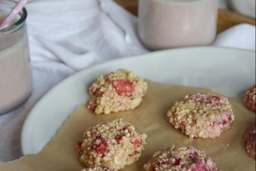 strawberry-cashew-vanilla-no-bake-cookies-2