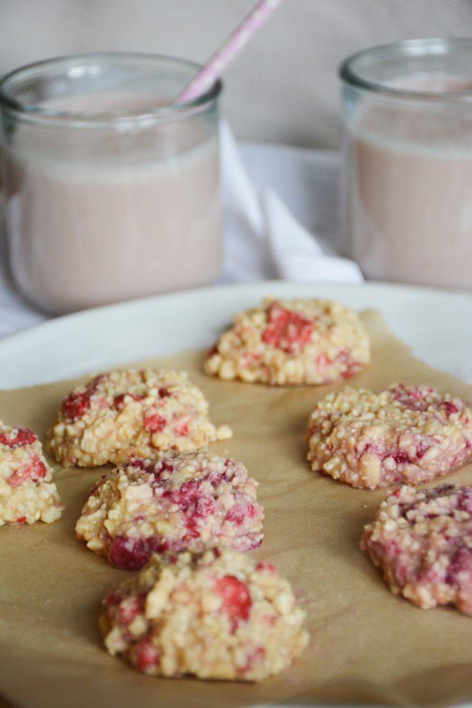 strawberry-cashew-vanilla-no-bake-cookies