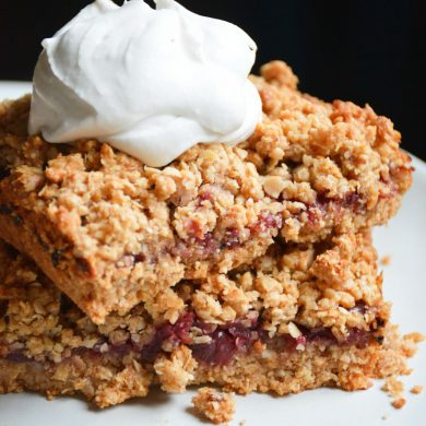 cherry-vegan-crumble-cake-coconut-cream