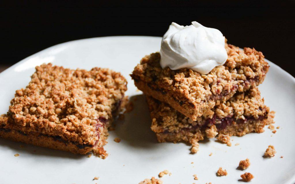 vegan-cherry-chia-jam-crumble-cake