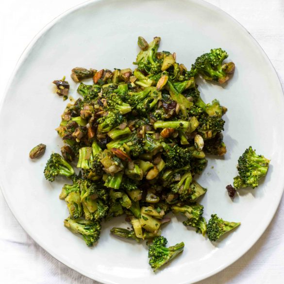 broccoli-sweet-sour-salad-dates-pistachios